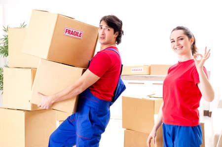 Photo pour Professional movers doing home relocation - image libre de droit