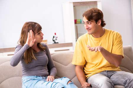 Foto de Woman and man learning sign language - Imagen libre de derechos