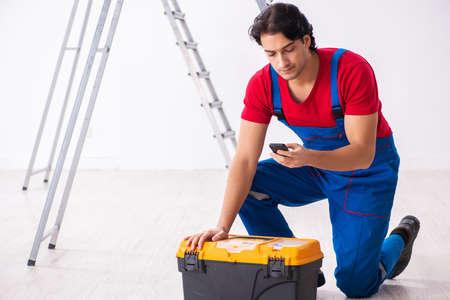 Photo pour Young handsome contractor working indoors - image libre de droit