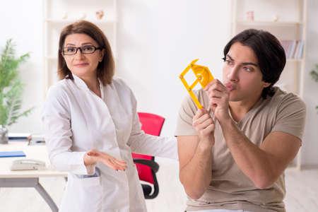 Photo pour Female doctor checking patients joint flexibility with goniometer - image libre de droit