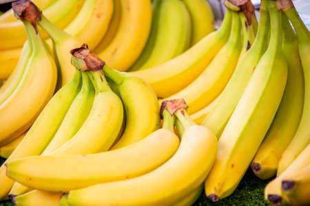 Photo pour Bananas at the market display stall - image libre de droit
