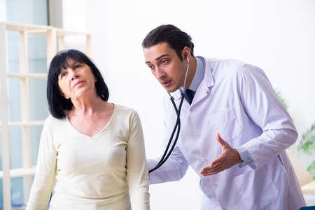 Photo pour Young doctor examining senior old woman - image libre de droit