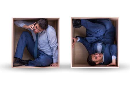 Photo pour Employee working in tight space - image libre de droit
