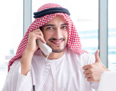 Photo pour Arab businessman working in the office - image libre de droit