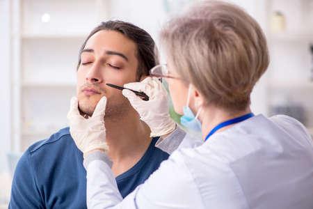 Photo pour Young patient visiting doctor in hospital - image libre de droit
