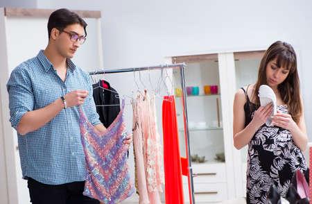 Photo pour Shop assistant helping woman with buying choice - image libre de droit