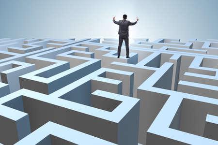 Photo pour Businessman trying to escape from maze - image libre de droit