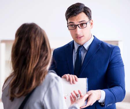Photo pour Real estate agent showing new apartment to owner - image libre de droit
