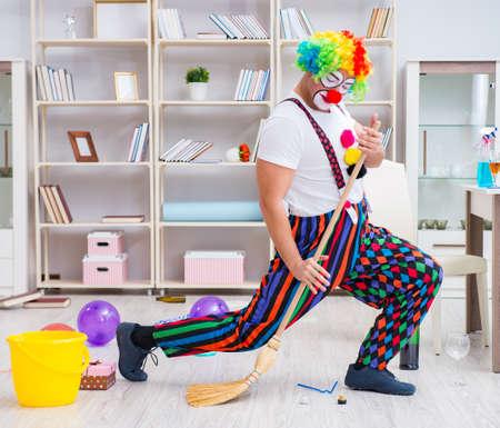 Photo pour Funny clown doing cleaning at home - image libre de droit