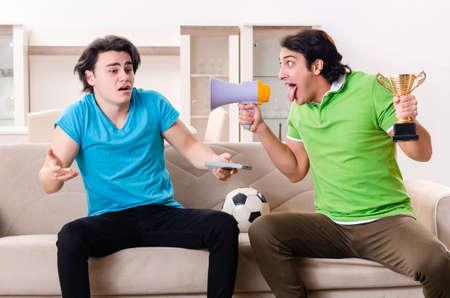 Photo pour Friends watching football at home - image libre de droit