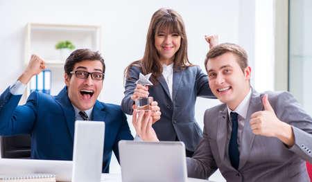 Foto de Business meeting with employees in the office - Imagen libre de derechos