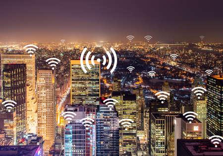Photo pour Internet of things concept in the city - image libre de droit