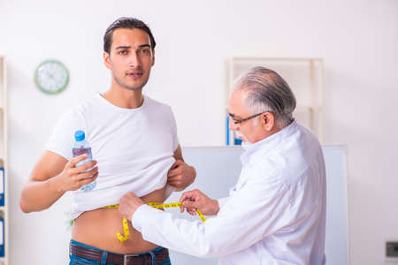 Photo pour Doctor dietician giving advices to fat overweight patient - image libre de droit