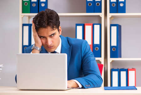Photo pour Young handsome businessman working in the office - image libre de droit