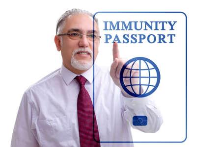 Photo pour Concept of immunity passport - pressing virtual button - image libre de droit