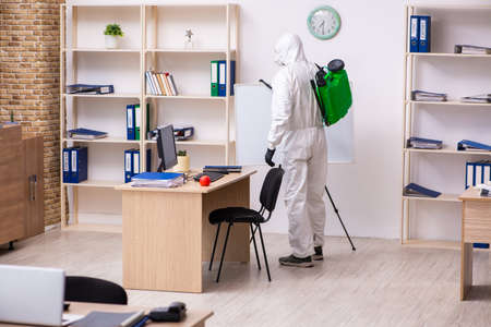 Photo pour Contractor disinfecting office for COVID-19 coronavirus - image libre de droit
