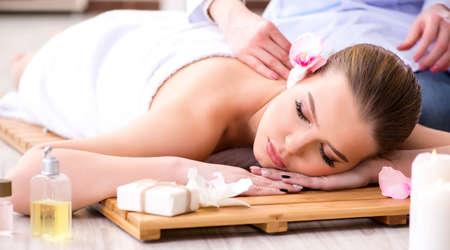 Foto de Young woman during spa procedure in salon - Imagen libre de derechos