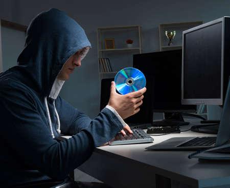 Photo pour Hacker hacking computer at night - image libre de droit