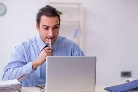 Foto de Young male employee in the office - Imagen libre de derechos