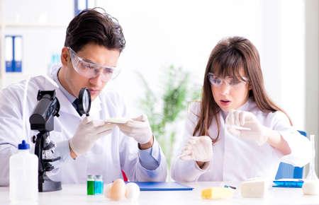Photo pour Two lab doctor testing food products - image libre de droit