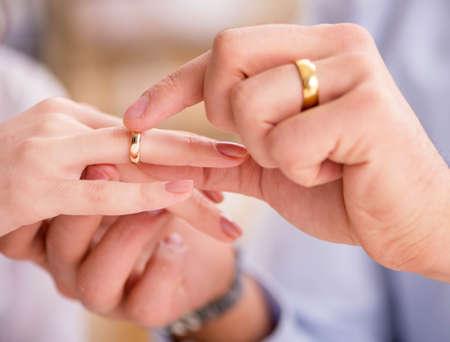 Photo pour Young family in marriage divorce concept - image libre de droit