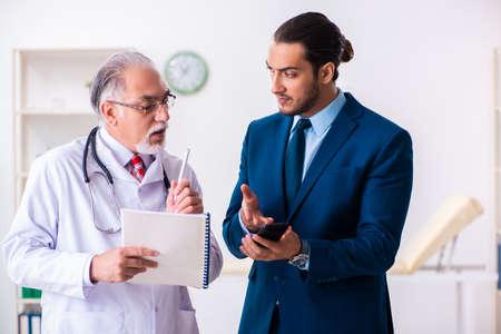 Photo pour Male doctor and businessman discussing medical project - image libre de droit