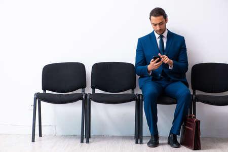 Photo pour Young businessman waiting for an interview at hall - image libre de droit