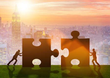 Photo pour Business metaphor of teamwork with jigsaw puzzle - image libre de droit