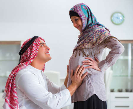 Photo pour Young arab muslim family with pregnant wife expecting baby - image libre de droit