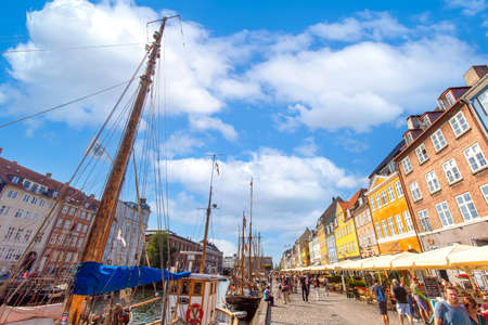 Photo pour Copenhagen, Denmark-2 August, 2020: Famous Nyhavn, New Harbour, bay in Copenhagen, a historic European waterfront with colorful buildings. A starting point for boat and canal tours. - image libre de droit
