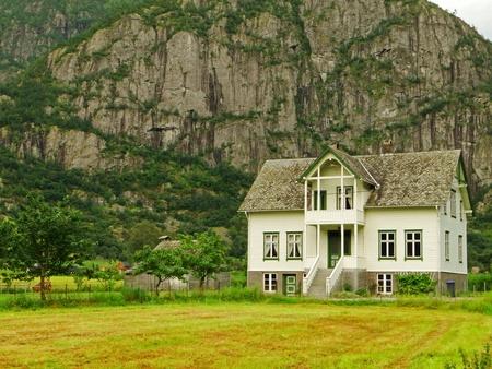 Huis voor een berg