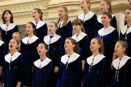 Photo pour Saint-Petersburg, Russia - February 25, 2018: Concert Choir of Art Liceum Saint-Petersburg performs during V Children and Youth World Choral Championship. First championship was held in Hong Kong in 2011 - image libre de droit