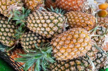 Foto de group of pineapple fruit at traditional marketplace in Taiwan - Imagen libre de derechos