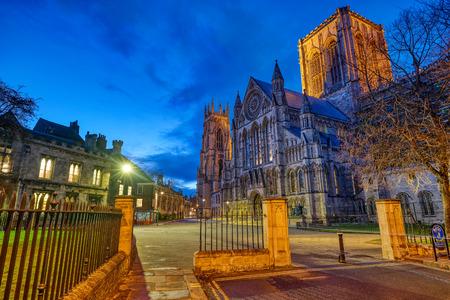 Foto für The imposing York Minster in England at night - Lizenzfreies Bild