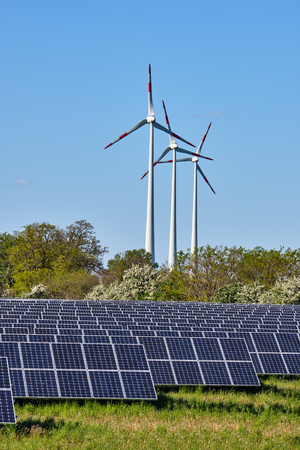 Photo pour Solar panels and wind turbines lakes in Germany - image libre de droit