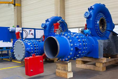 Photo pour Assembly of a Francis Hydro turbine in a factory. - image libre de droit