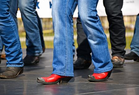 Foto de Western dancers dancing outdoors - Imagen libre de derechos