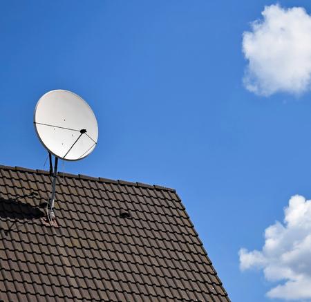 Photo pour Satellit dish on the top of a roof - image libre de droit