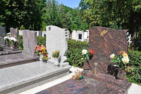 Foto de Tombstone in the public cemetery - Imagen libre de derechos