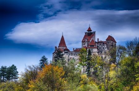 Photo pour Medieval Bran castle in Romania, known for Dracula story - image libre de droit
