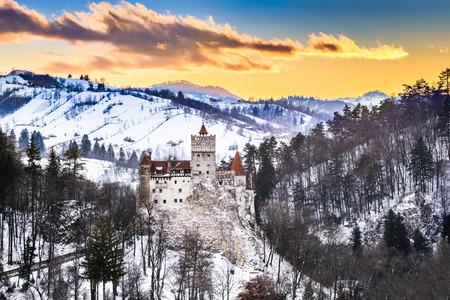 Photo pour Bran Castle, Romania. Stunning HDR twilight image of Dracula fortress in Transylvania, medieval landmark. - image libre de droit
