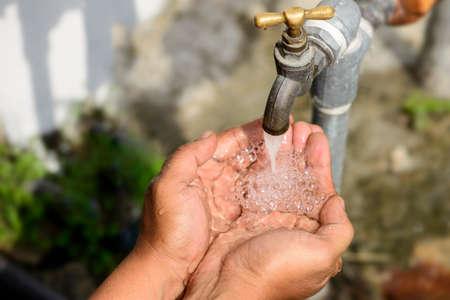 Photo pour Water pouring on hand - image libre de droit