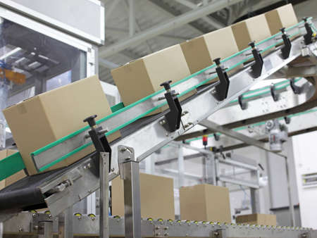 Photo pour Automation - Cardboard boxes on conveyor belt in factory - image libre de droit