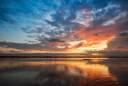 Foto de Beautiful river sky and fishing boat sunrise or sunset with colorful sky dramatic cloud background - Imagen libre de derechos