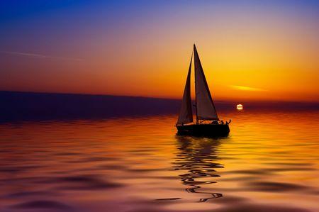 Photo pour Sailboat against a beautiful sunset - image libre de droit