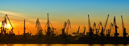 Photo pour Cargo port at night, panorama - image libre de droit