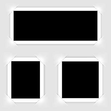 Illustration pour Retro realistic photo frame  isolated on white background for template photo design. vector illustration - image libre de droit