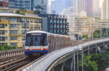 Foto de BTS Sky Train is running in downtown of Bangkok.  Sky train is fastest transport mode in Bangkok - Imagen libre de derechos