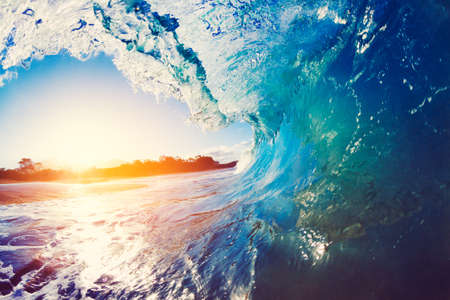 Photo pour Blue Ocean Wave Crashing at Sunrise - image libre de droit