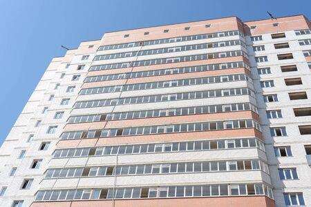 Foto de Modern apartment buildings on a sunny day with a blue sky. Facade of a modern apartment building. residential building modern apartment condominium architecture - Imagen libre de derechos